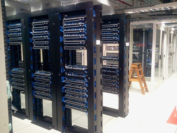 UPS电源服务器
